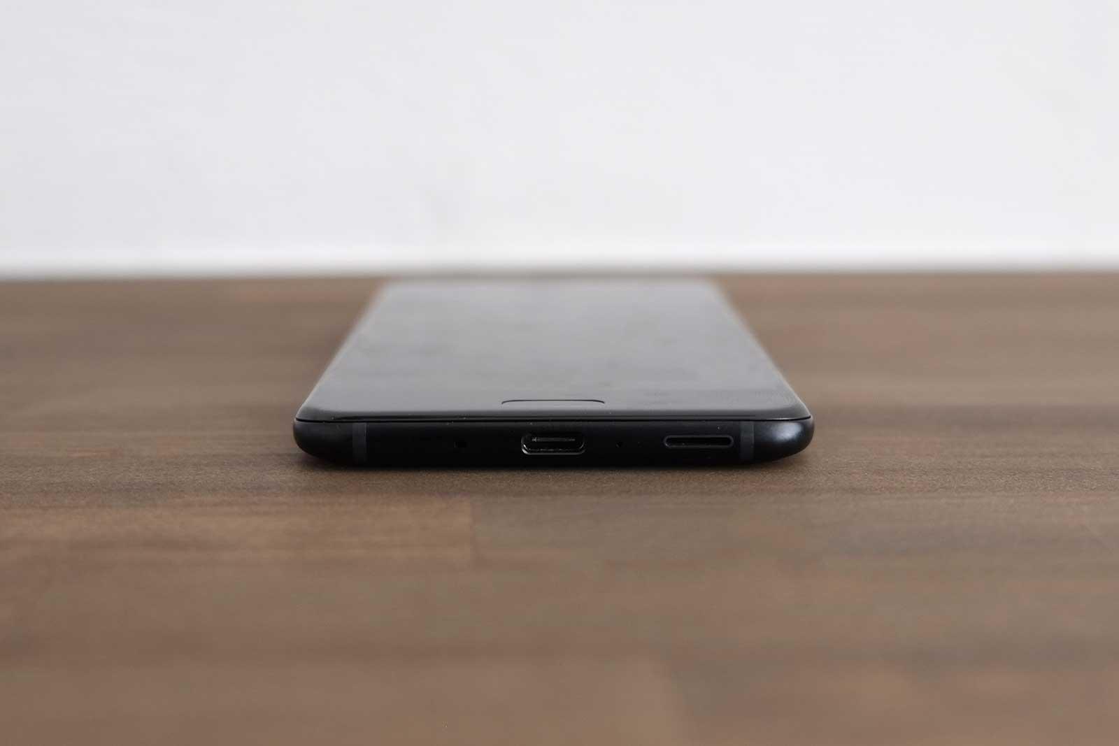 HTC U11 底面