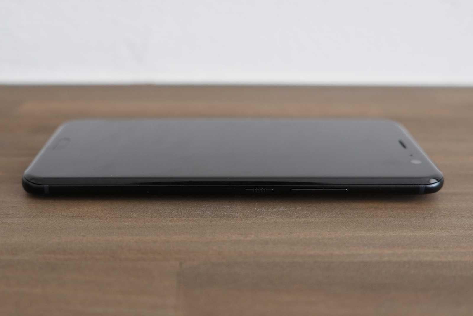 HTC U11 サイド 右側