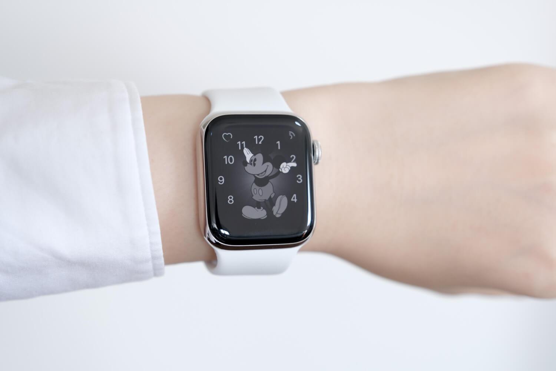 Apple Watch6のミッキー文字盤が常時表示しているところ