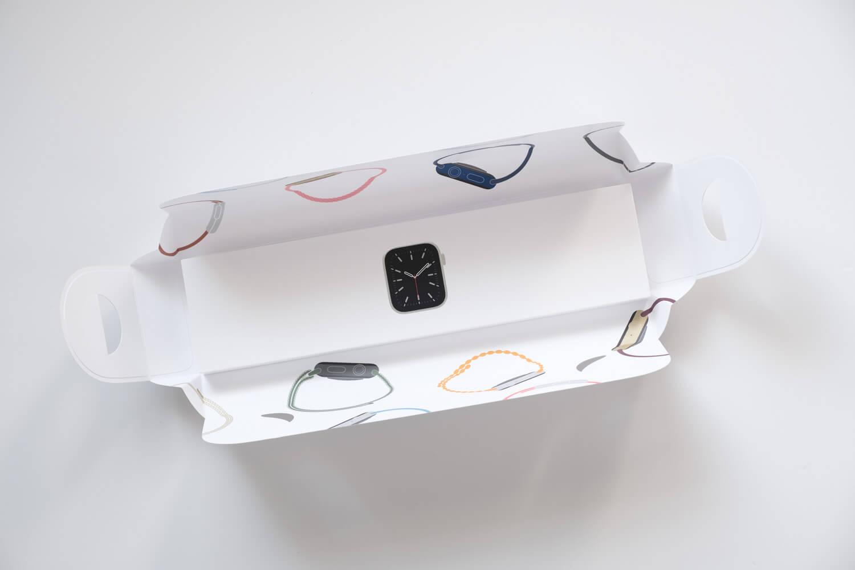 Apple Watch6の本体の箱を開けたところ