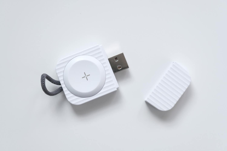 Apple Watch用のコンパクトな充電器はUSB-AとUSB-Cタイプがあります