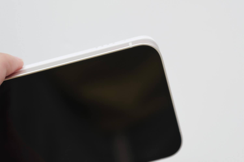 Belkin BOOST↑CHARGE™ MagSafe対応 磁気ワイヤレスモバイルバッテリーの幅は少し大きい