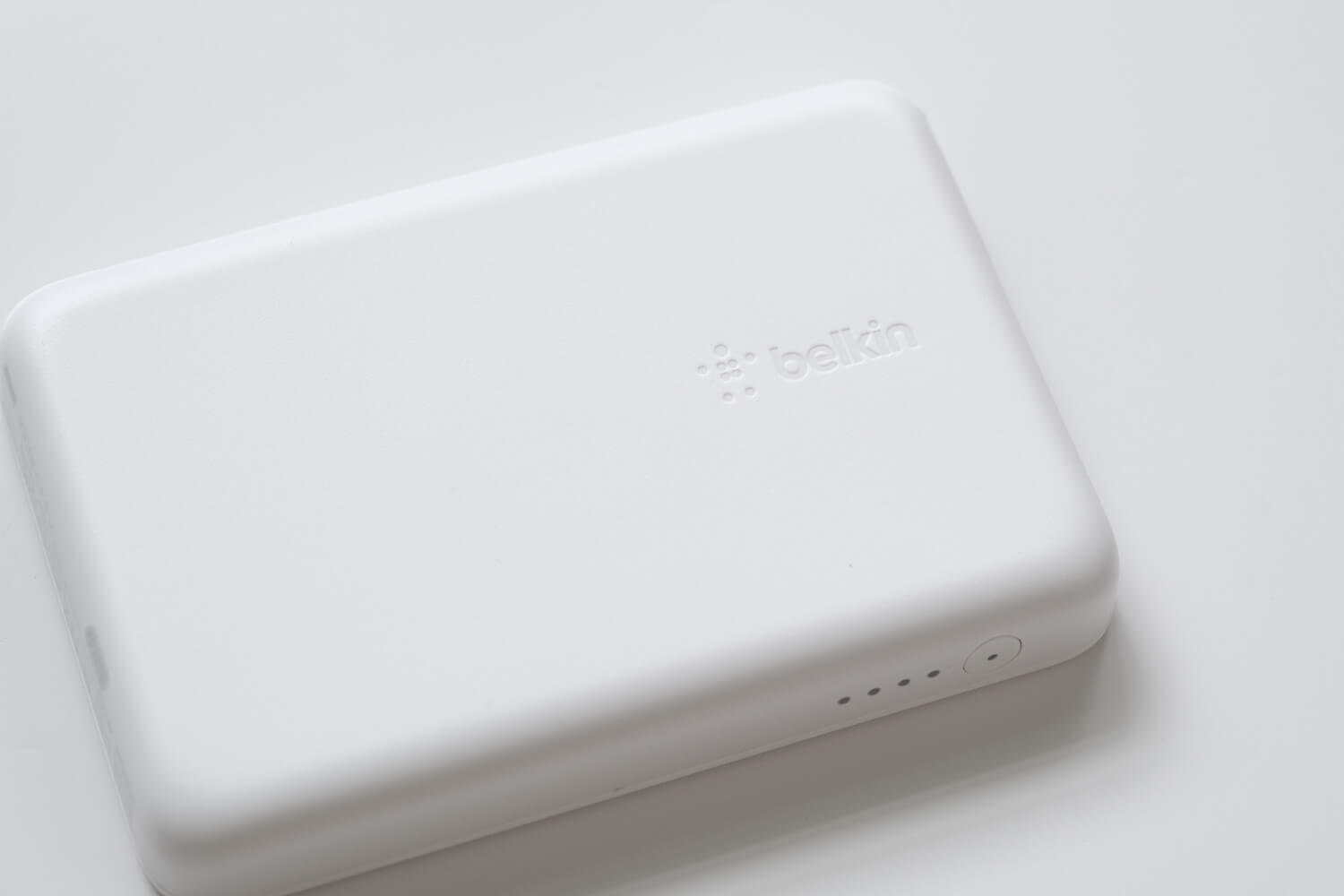 Belkin BOOST↑CHARGE™ MagSafe対応 磁気ワイヤレスモバイルバッテリーの本体のロゴ