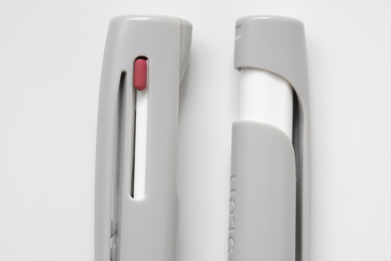 ゼブラのブレン3C多色ボールペンを通常のブレンのグレーと比較(ノック部分)