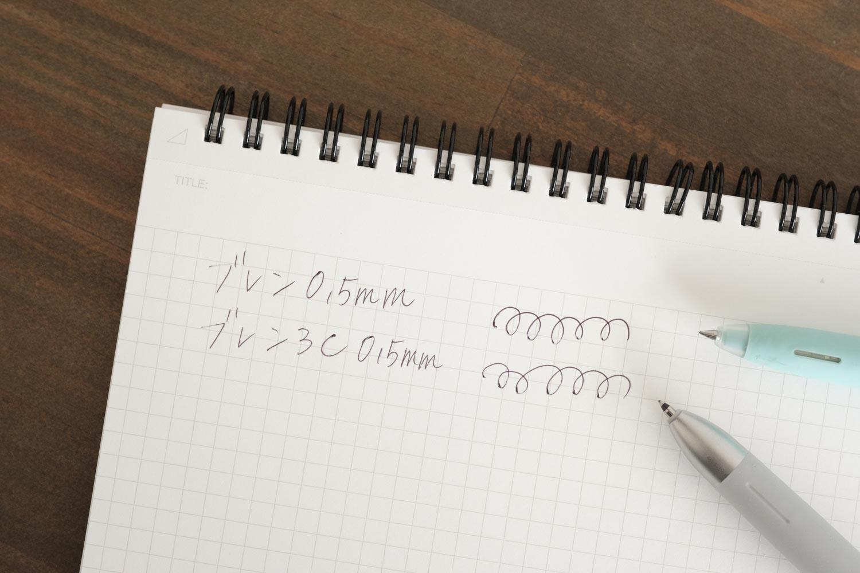 ゼブラのブレン3C多色ボールペンと通常の書き心地は変わらないと感じました
