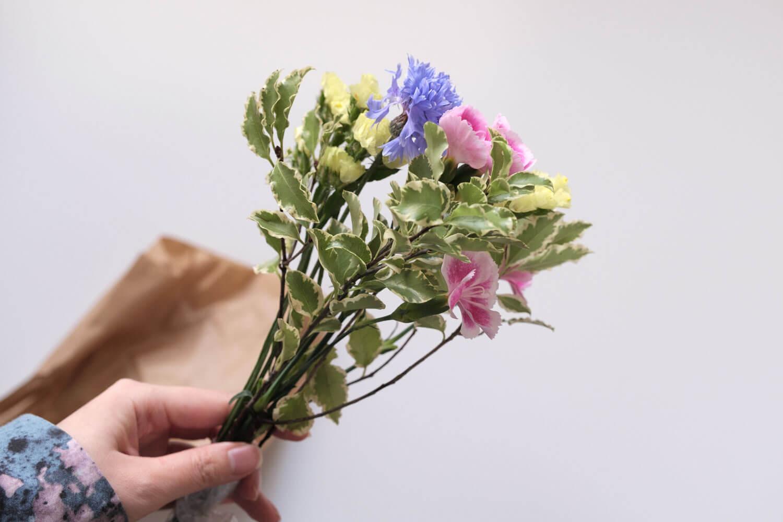 お花の定期便bloomee(ブルーミー)の体験プランのお花が届いたところ