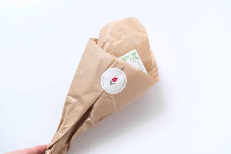 bloomee(ブルーミー)の包み紙のデザイン