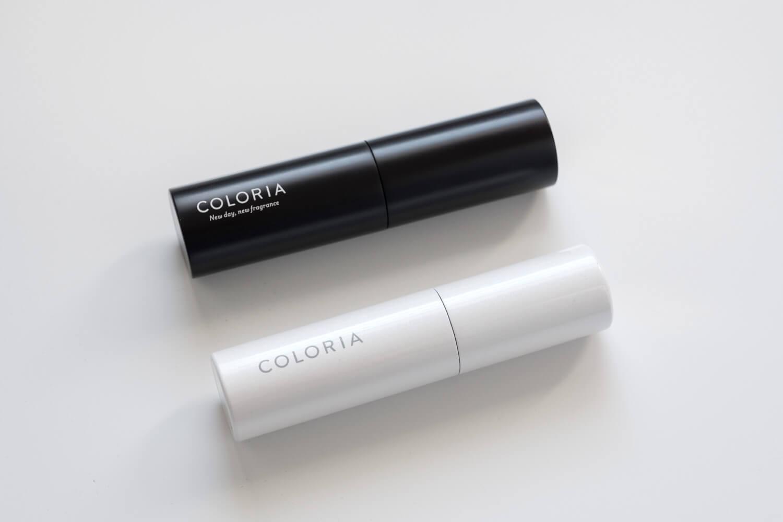 香水の定期便 カラリアの白いアトマイザーと以前のサイズの黒いアトマイザーを比較