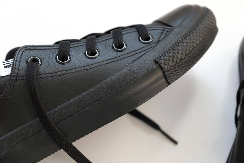コンバース オールスター OX レザー ブラックモノクロームはソールもブラックだから汚れにくい