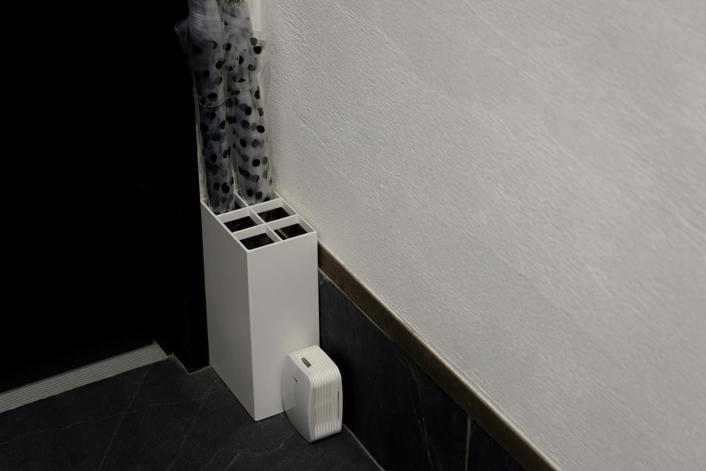 フマキラー どこでもベープ未来 電池式虫よけ 玄関に置いてみた