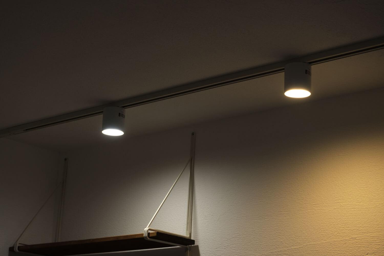 GRID ダクトレール ダウンライト ART WORK STUDIO  LED 2つ取り付け後 色を変えてみた