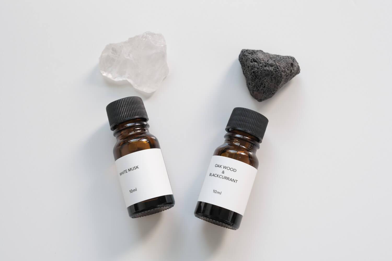 ダルトン(DULTON)ストーンディフューザークリスタルはホワイトムスク、ラバストーンはオークウッド系の香り