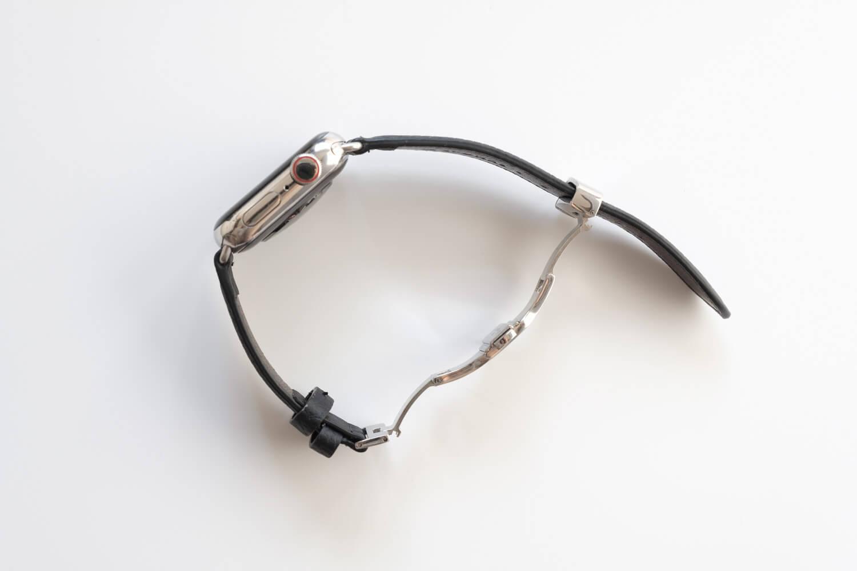 EPONAS シュランケンカーフ Apple Watchバンド(ベルジアンブラック)のDバックルを伸ばしたところ
