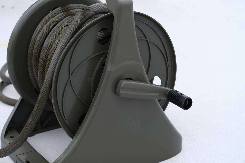 ゴードンミラー(GORDON MILLER)のホースリール オリーブカラーのリール部分のデザイン2