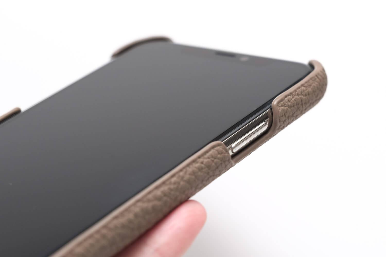 GRAMAS(グラマス)ペリンガーシュランケンカーフ iPhone11Proケースのカバー感