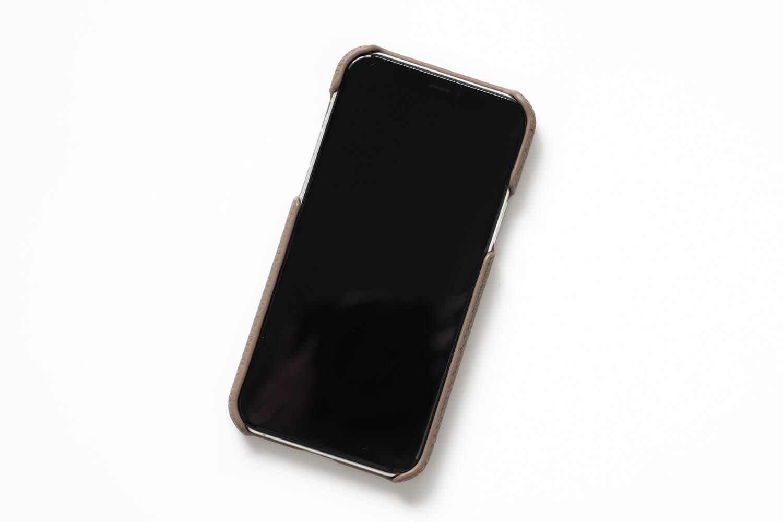 GRAMAS(グラマス)ペリンガーシュランケンカーフ iPhone11Proケースを表面からみたとこと