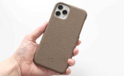 GRAMAS(グラマス)ペリンガーシュランケンカーフ iPhone11Proケースのカメラ側