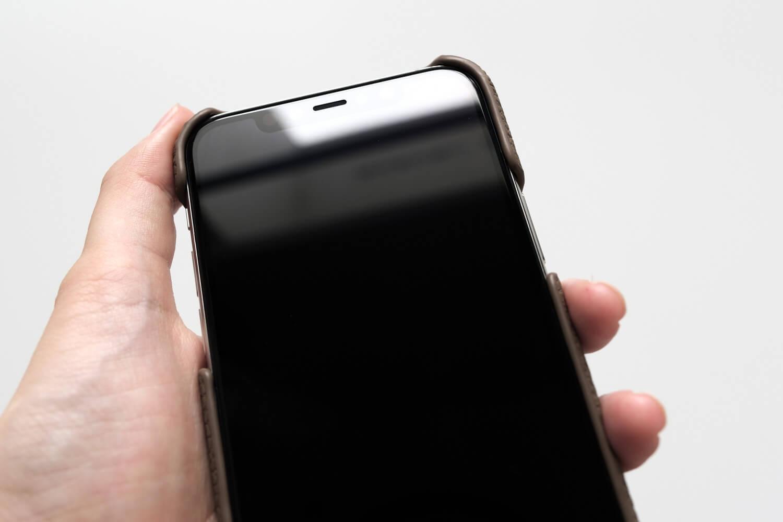 GRAMAS(グラマス)ペリンガーシュランケンカーフ iPhone11Proケースは少し出っ張っている