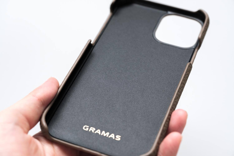 GRAMAS(グラマス)ペリンガーシュランケンカーフ iPhone11Proケースの裏面の素材感