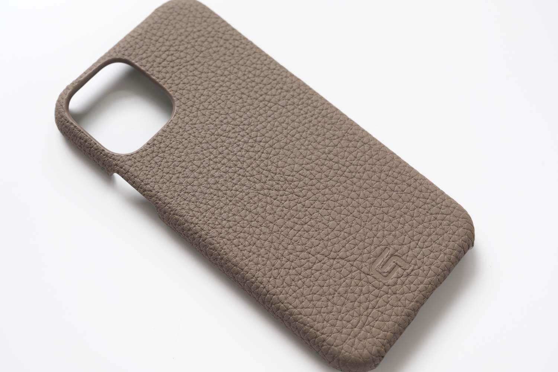 GRAMAS(グラマス)ペリンガーシュランケンカーフ iPhone11Proケースの質感やシボ感