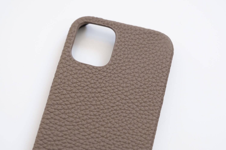 GRAMAS iPhone12 miniケース シュランケンカーフ トープカラーのカメラ周り