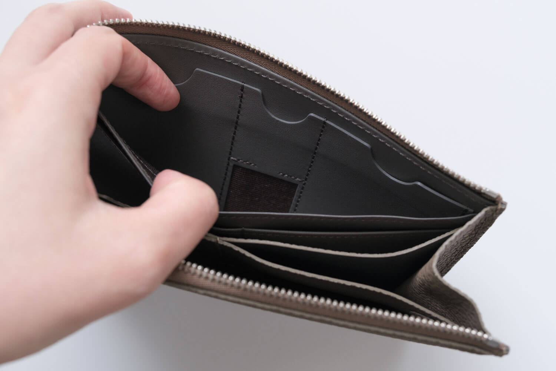 GRAMAS German Shrunken-calf Smart Organizer WalletのICカード入れ