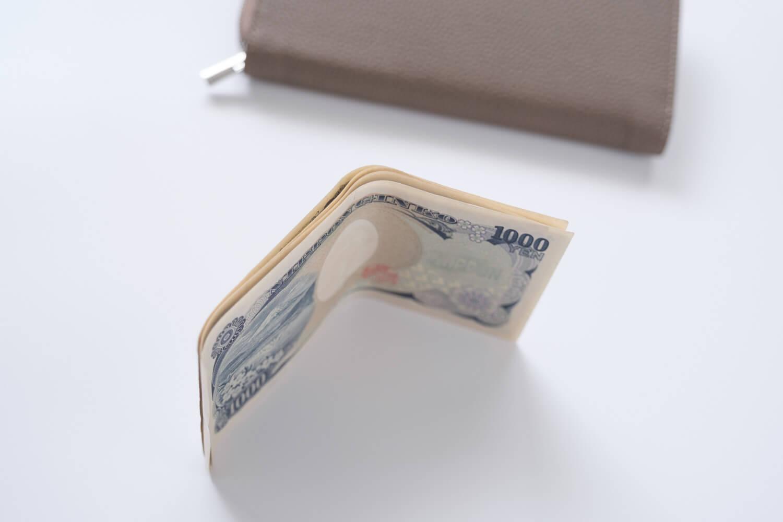 以前使っていた財布はお札が折り曲がって嫌だった