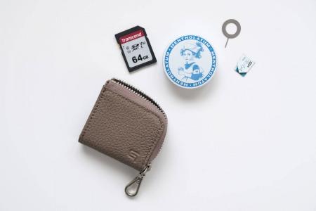 GRAMASのMe-po(ミーポ)ミニマルコインポケットにはSDカードやSIMピンなど細かな物が入る