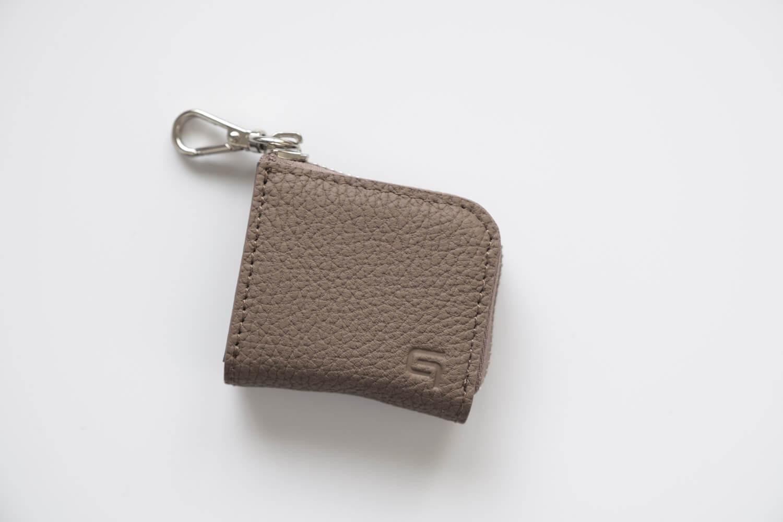 GRAMASのMe-po(ミーポ)ミニマルコインポケットにSDカードなどを収納したところ