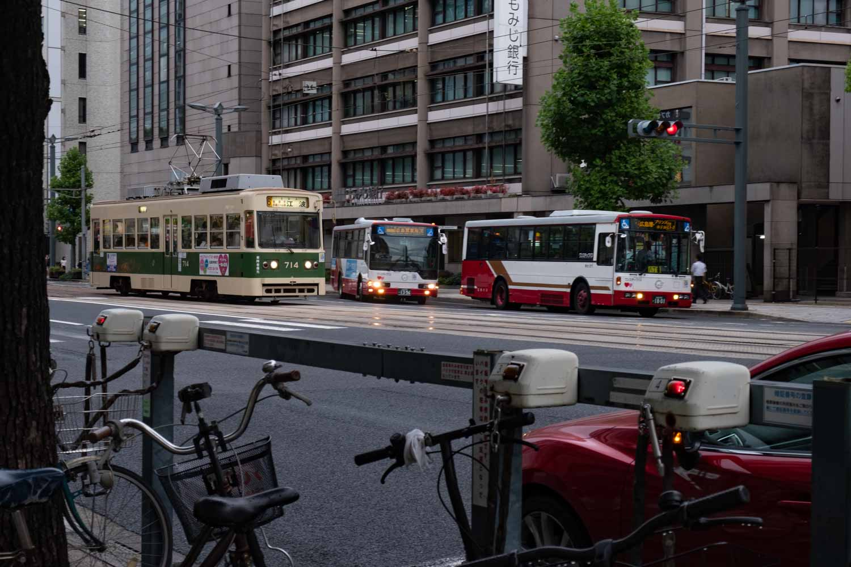 広島 胡町 路面電車とバス