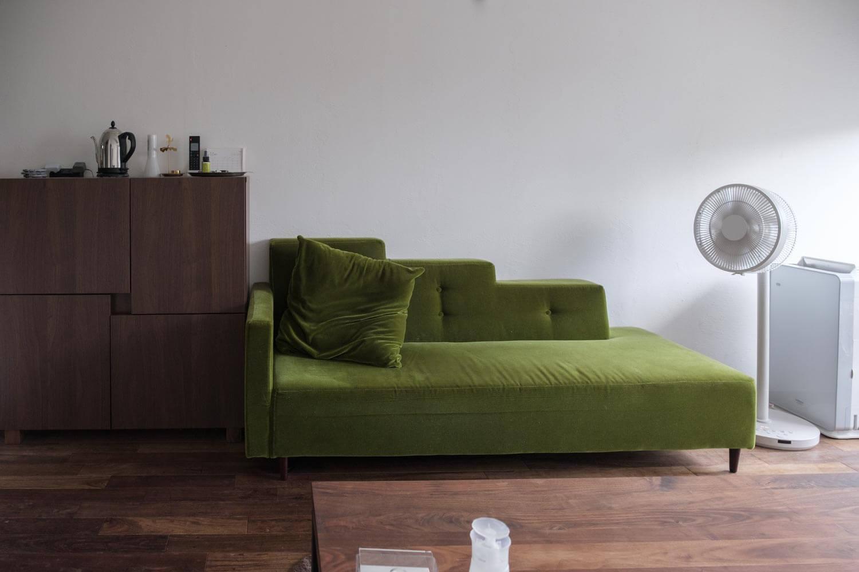 リビングのソファーの写真