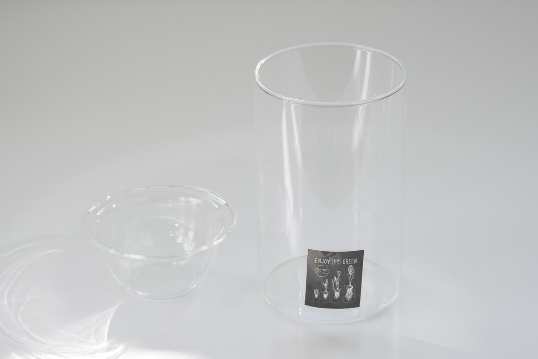 スパイスバルブベース(BULB VASE)のショートサイズは深めの受け皿が特徴です