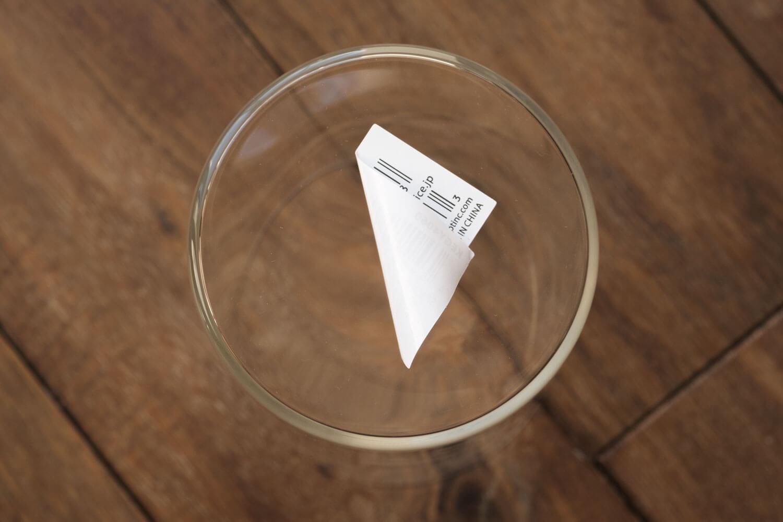 スパイスバルブベース(BULB VASE)のショートサイズはシールが剥がしやすく跡が残らない
