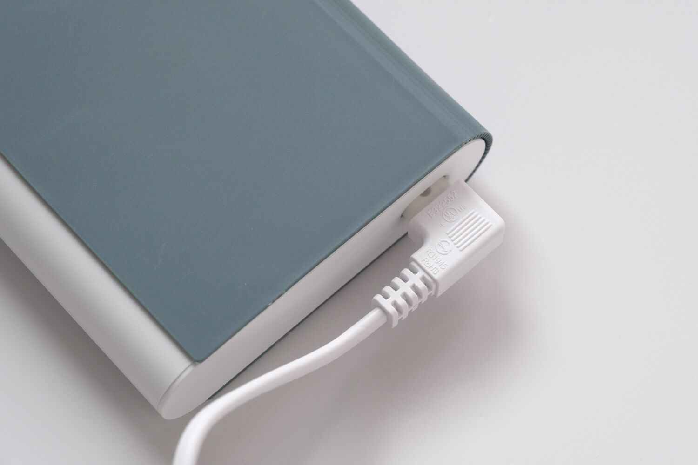 IKEA 電池充電器 TJUGO (チューゴ)に電源ケーブルをつけたところ