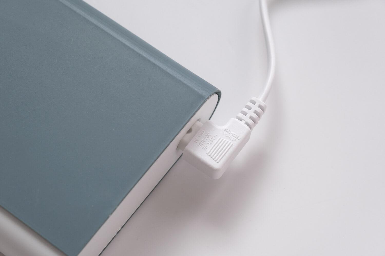 IKEA 電池充電器 TJUGO (チューゴ)に電源ケーブルは逆向きでも付けられる