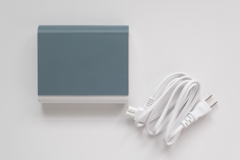 IKEA 電池充電器 TJUGO (チューゴ)の本体と付属ケーブル