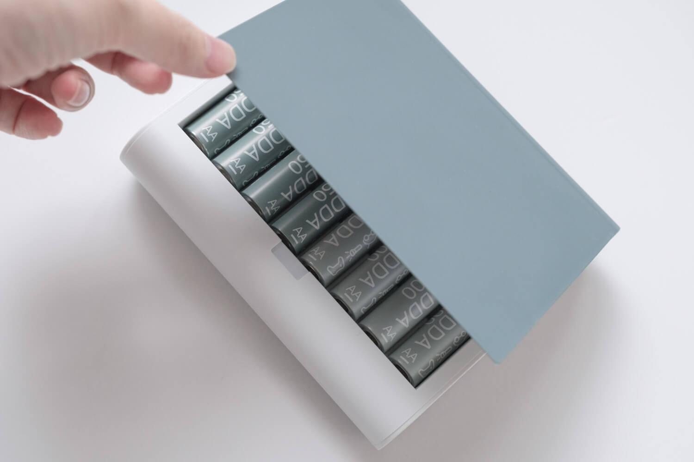 IKEA 電池充電器 TJUGO (チューゴ)のフタはマグネットでパチンと閉まる