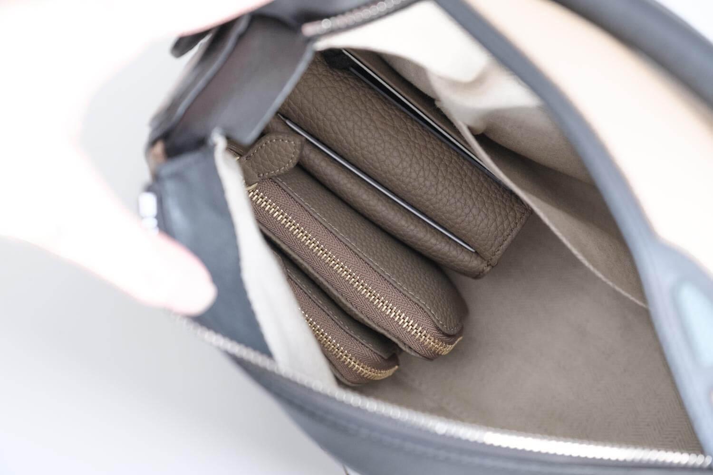 2019年12月のカバンの中身のKUBERA9981を重ねるとバッグの中でもスッキリ