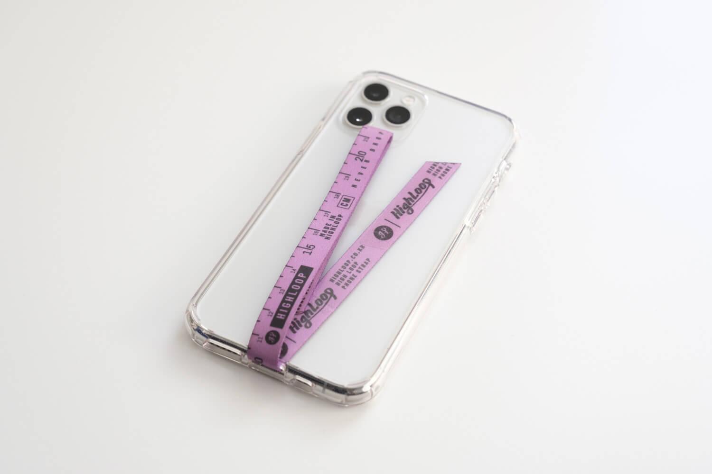 iPhone11には透明ケースにHIGHLOOPストラップを取り付けています