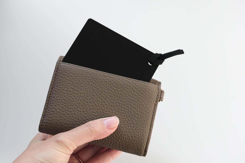 2019年12月のカバンの中身のKUBERA9981の財布にミラーを入れたところ