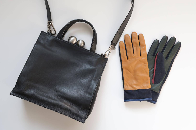 2020年12月のカバンの中身(KawakawaのバッグとCOSの手袋)