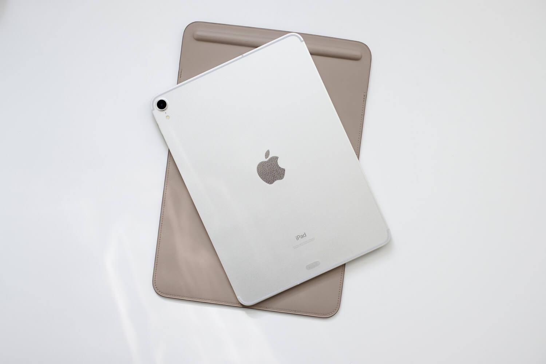 iPad Pro 11インチ用のクリア背面フィルムレビュー。レザー風エンボスで傷が目立ちにくい!