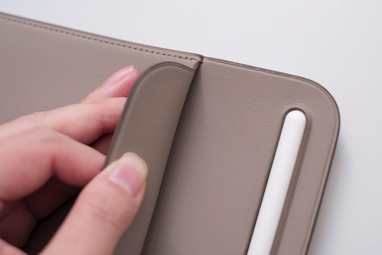 10.5インチ用iPadレザースリーブケース 上部がめくれる