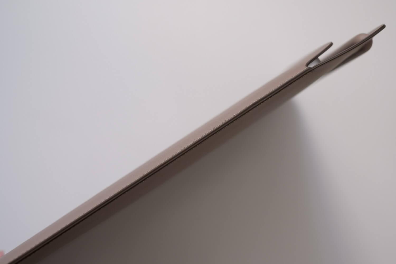 10.5インチ用iPadレザースリーブケース iPadPro11インチを入れた厚み