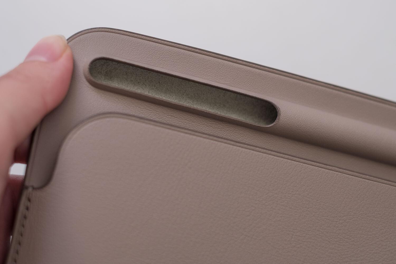 10.5インチ用iPadレザースリーブケース ペンシルを入れるところ