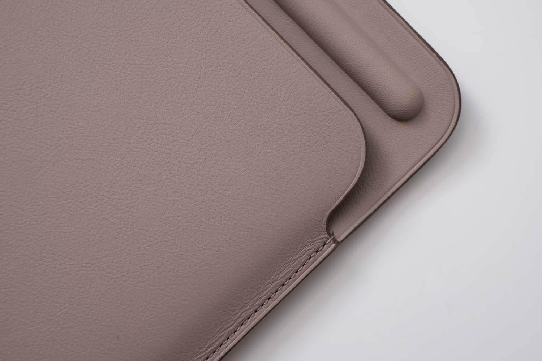 10.5インチ用iPadレザースリーブケース ステッチもコバもきれい