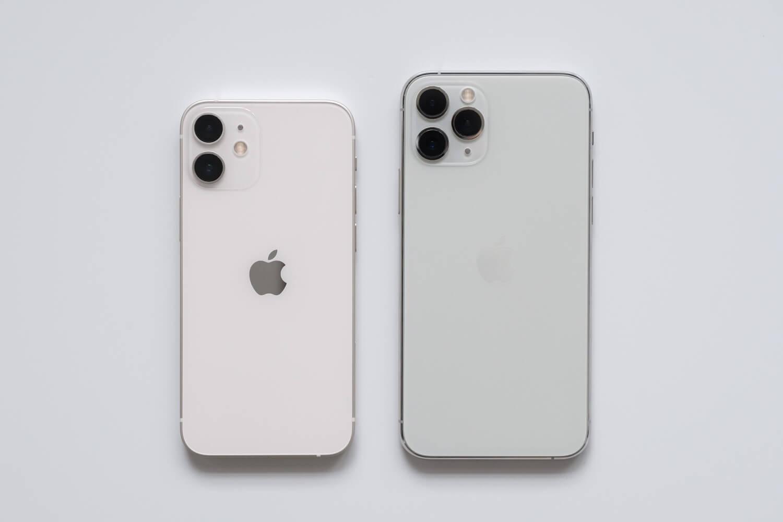 iPhone 12 mini ホワイトとiPhone11 Proシルバー