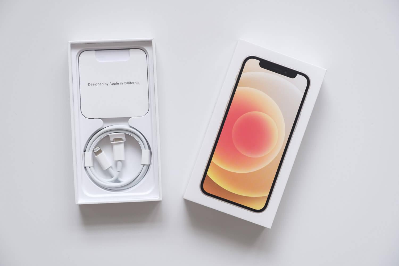 iPhone 12 mini ホワイトの付属品はUSB-C - Lightningケーブルのみ
