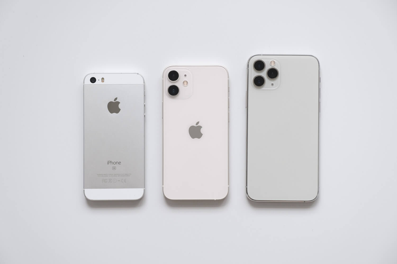 iPhone11 ProシルバーとiPhone 12 mini ホワイトとiPhone SE 初代