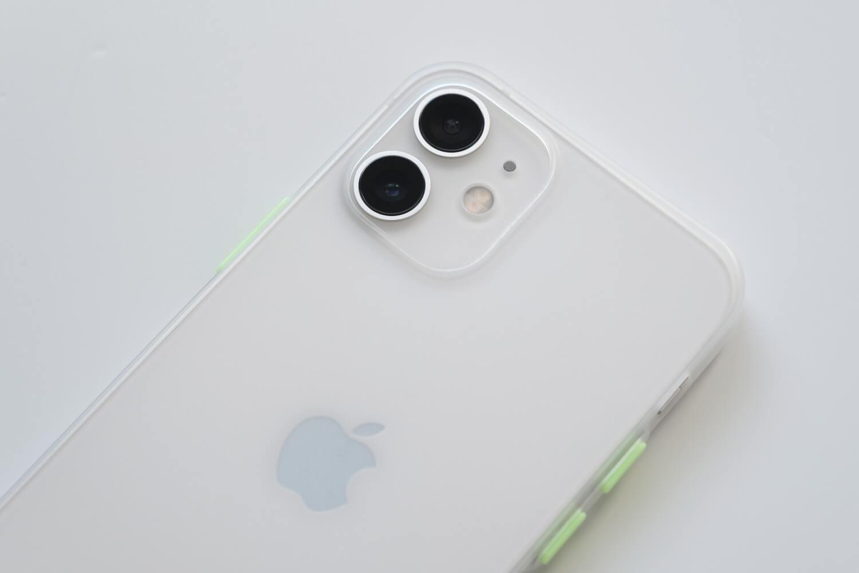SwitchEasy 0.35mmiPhoneケースをiPhone12 miniに取り付けたところ(カメラ部分)